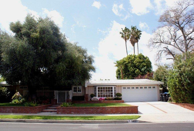 Flair Manor I - Woodland Hills, CA